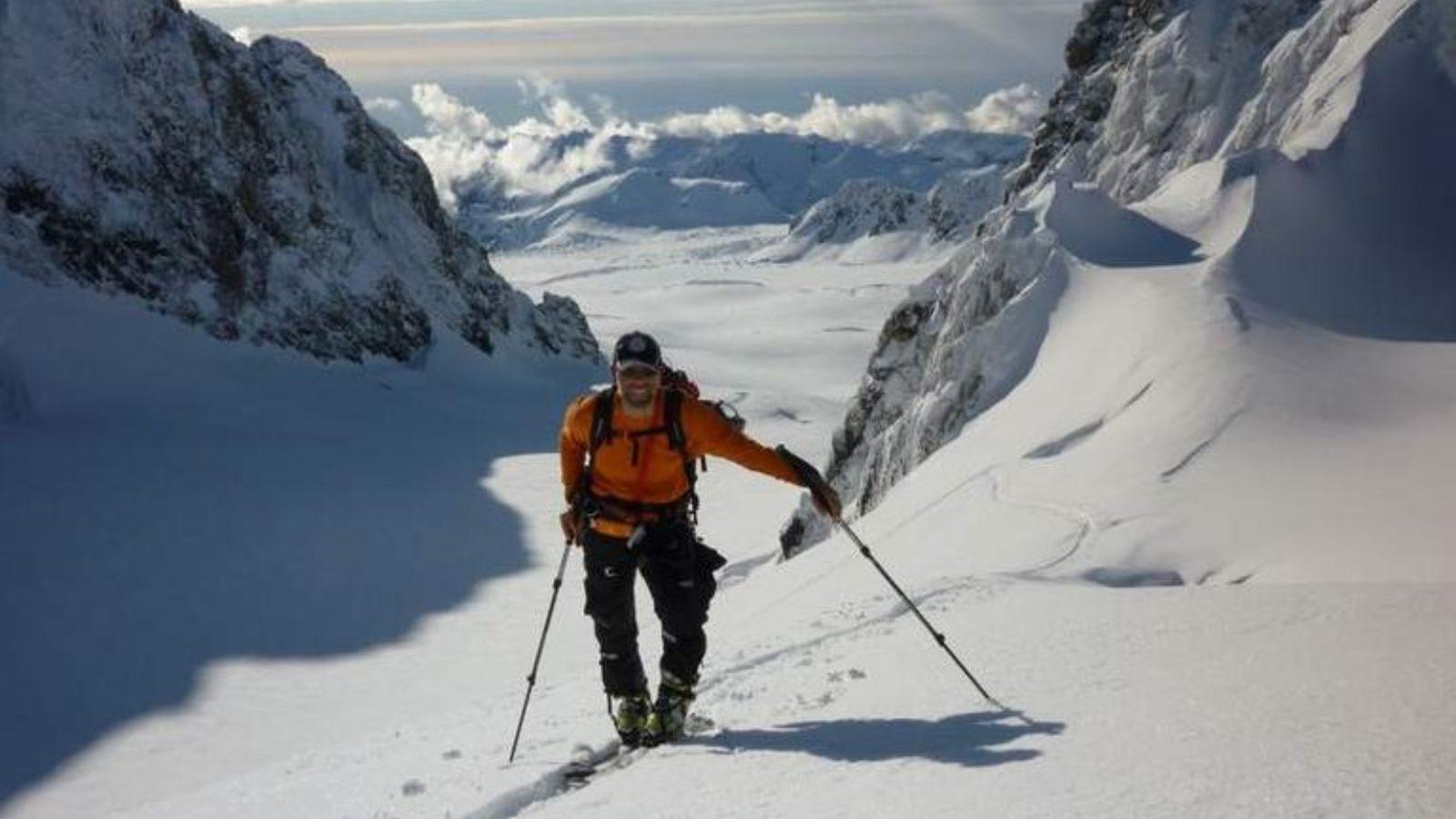 Ski touring on the glaciers